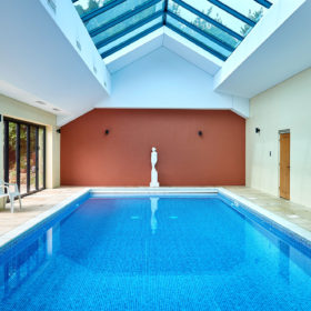 Kingham cottages - Hen party houses with swimming pool ...