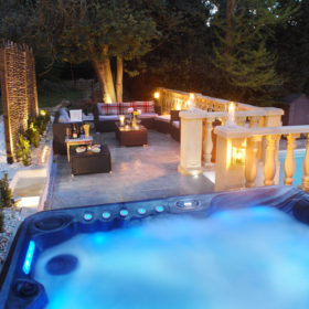 Gardens, grounds and Hot Tub