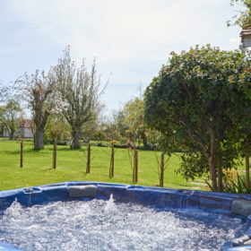 Hot tub, garden and grounds